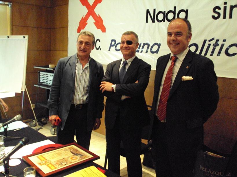 El tesorero y el presidente regional, junto a José Javoer Esparza, invitado al acto